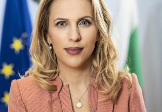 Вицепремиерът и министър на туризма Марияна Николова подписа анекса за 3 млн. лв. за екскурзоводи и планински водачи