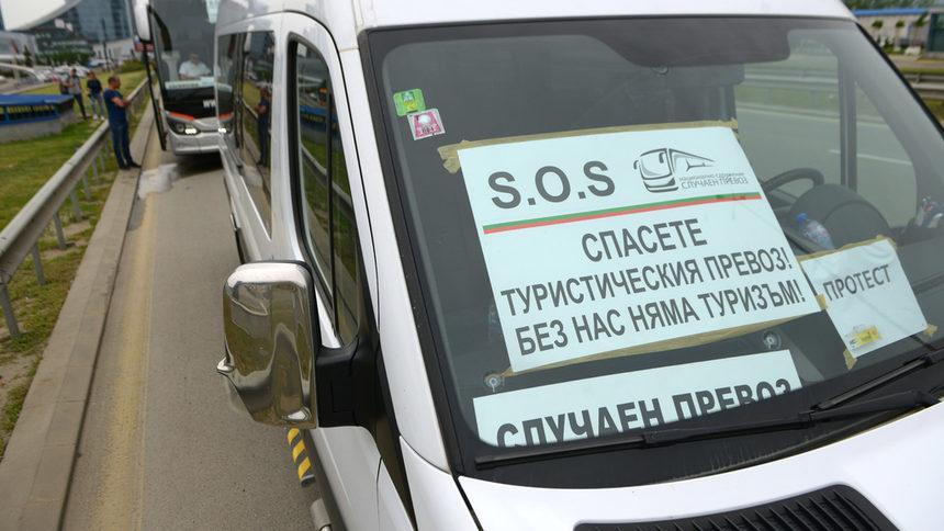 """Заради """"наказание без престъпление"""" в туризма искат регистрация за малките микробуси"""